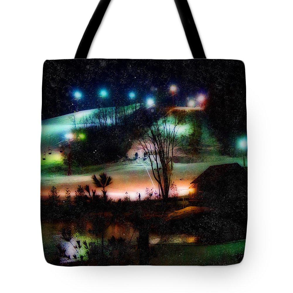 Sunburst Ski Hill Tote Bag featuring the photograph Sunburst In The Snow by Susan McMenamin