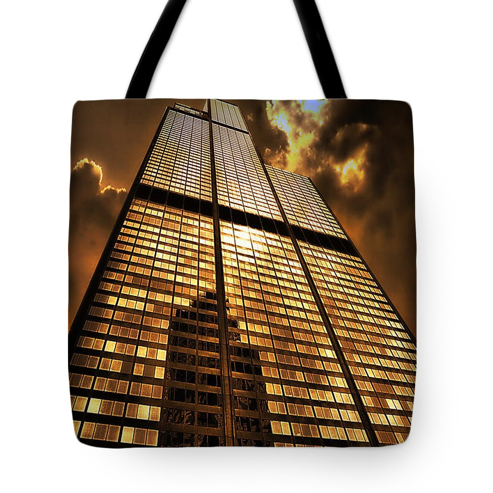 Cities Tote Bag featuring the photograph Sundown At Willis Sears Tower by Thomas Woolworth