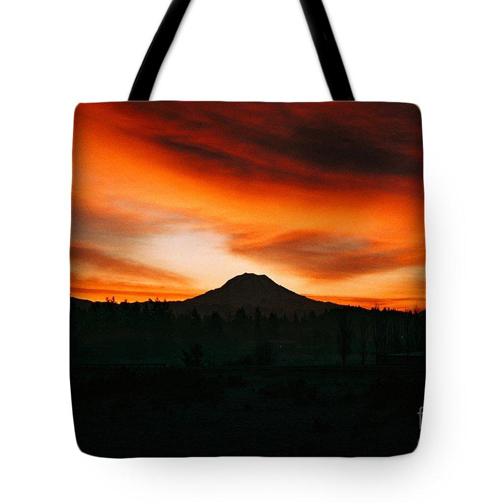 Digital Art Tote Bag featuring the photograph Sunrise Over Mt. Rainier 3m by Earl Johnson