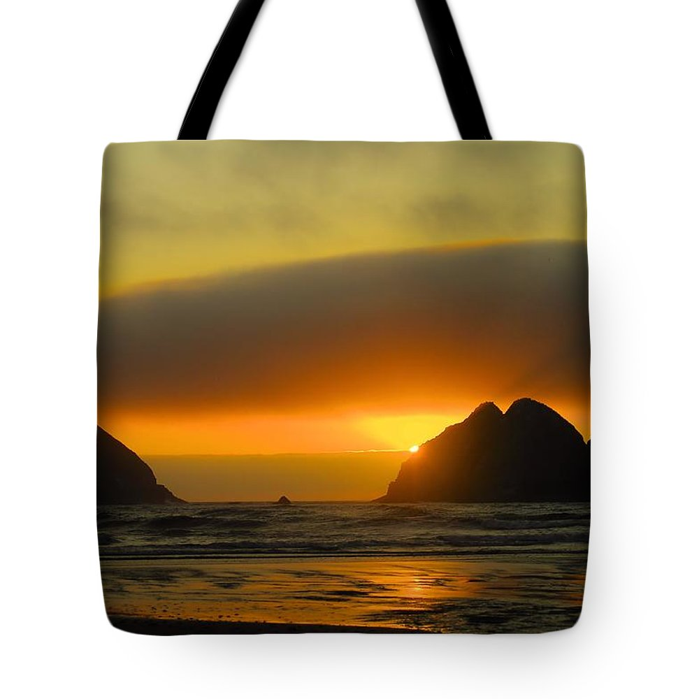 Sunset Tote Bag featuring the photograph Sunset On The Oregon Coast by Jeff Swan
