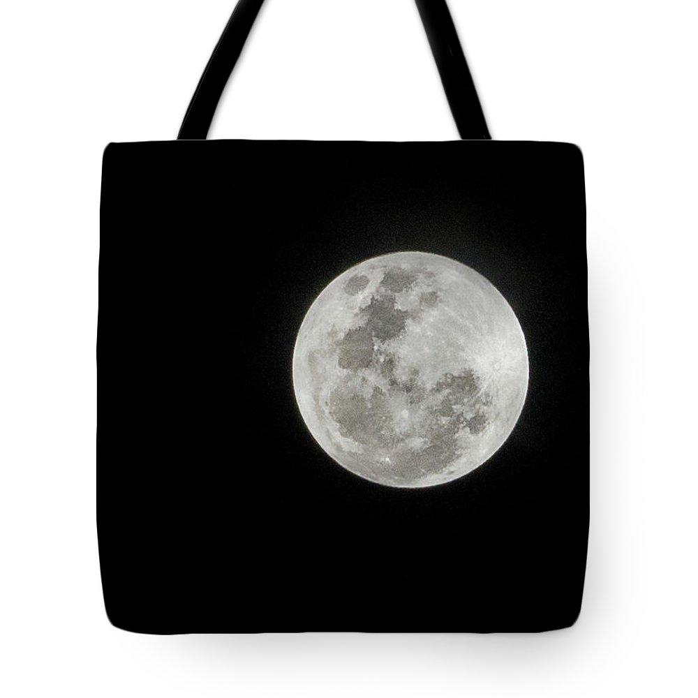 Tranquility Tote Bag featuring the photograph Super Lua by Texto De Credito Das Fotos