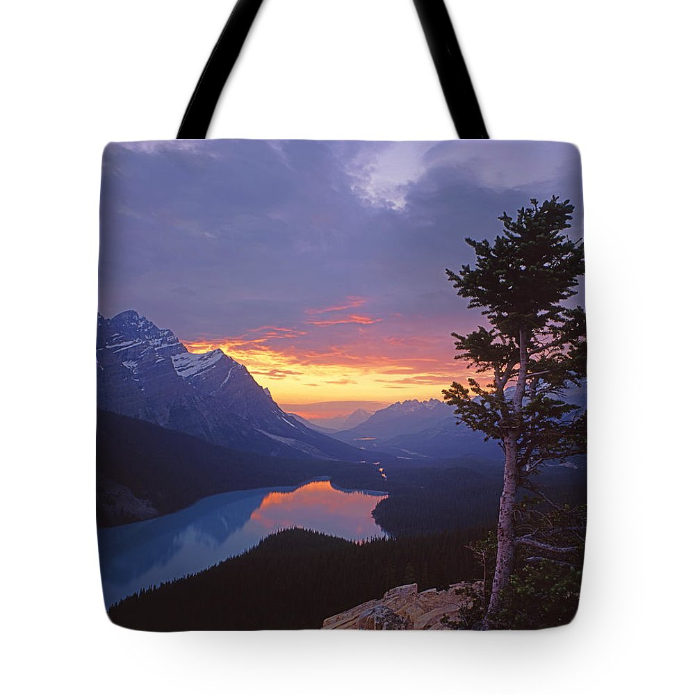 Sunset Tote Bag featuring the photograph 1m3607-sunset Over Peyto Lake by Ed Cooper Photography