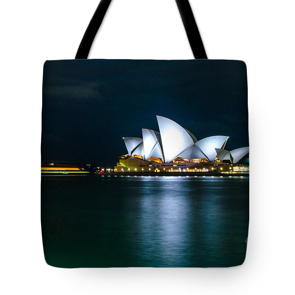 Sydney Tote Bag featuring the photograph Sydney Opera House by D White