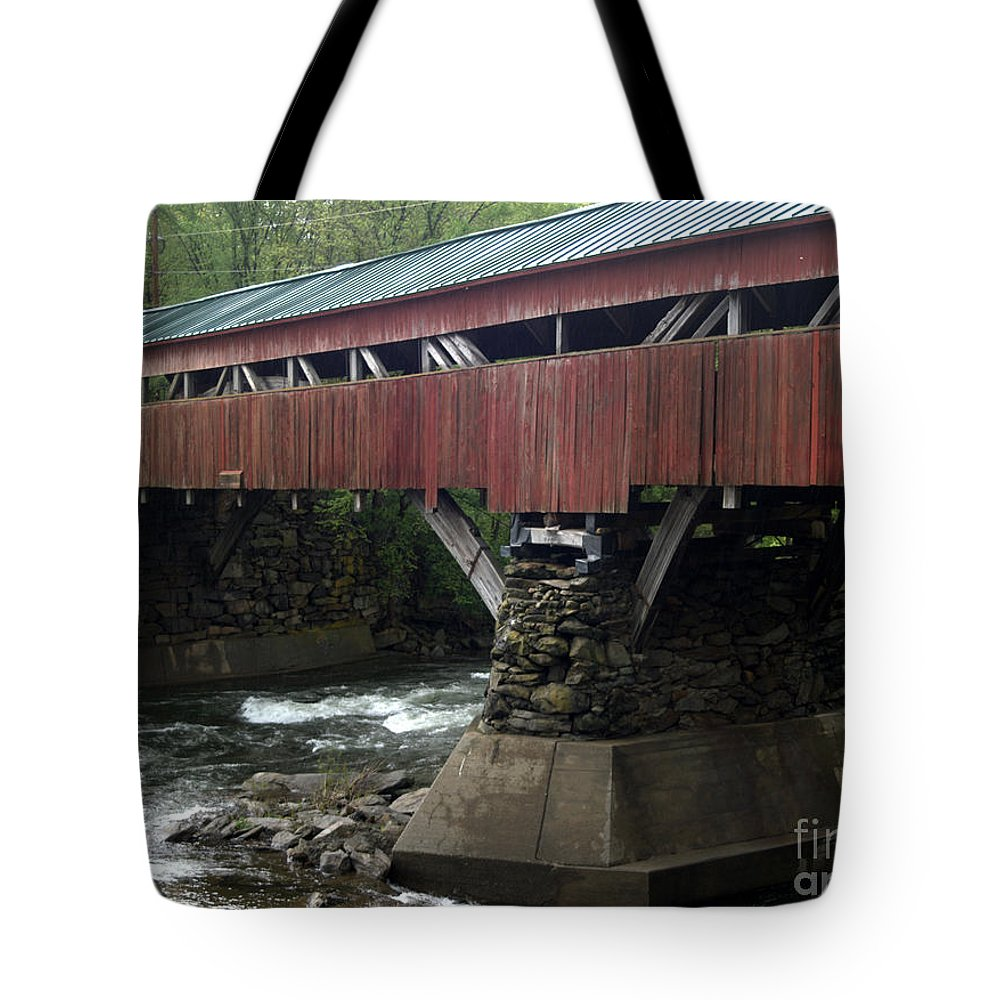 Taftsville Tote Bag featuring the photograph Taftsville Covered Bridge by John Greco