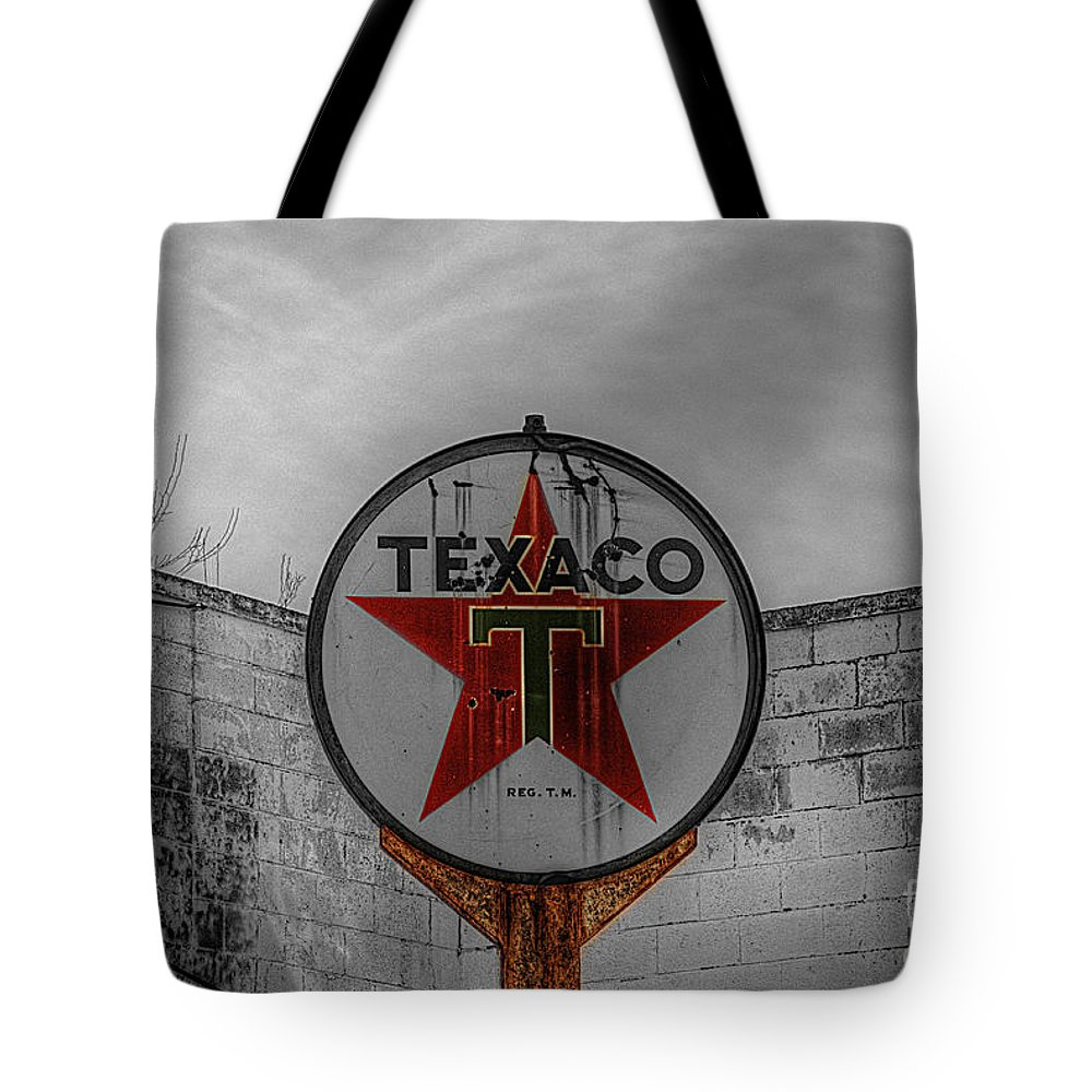 Vintage Tote Bag featuring the photograph Texaco by Hilton Barlow
