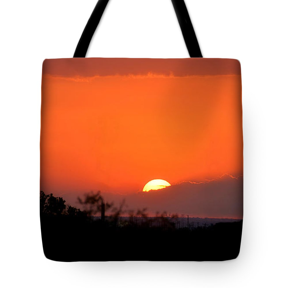 Sunset Tote Bag featuring the photograph Texas Sundown by Debbie Summers