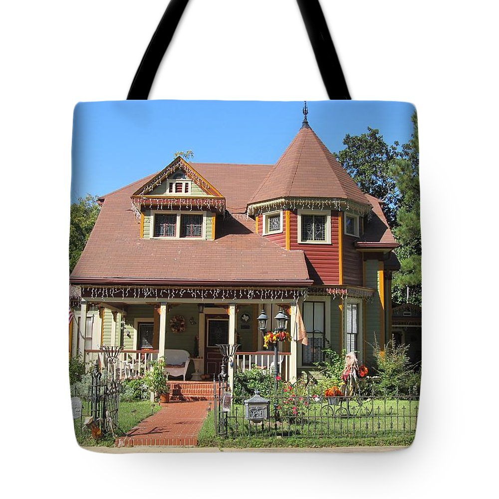 The Benefield House Jefferson Texas Tote Bag featuring the photograph The Benefield House Jefferson Texas by Donna Wilson