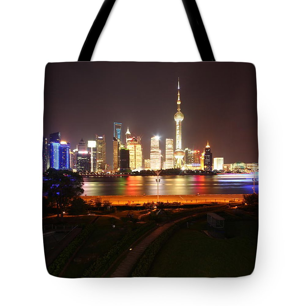 Tranquility Tote Bag featuring the photograph The Bund Img_2968 by Xiaozhu Yuan