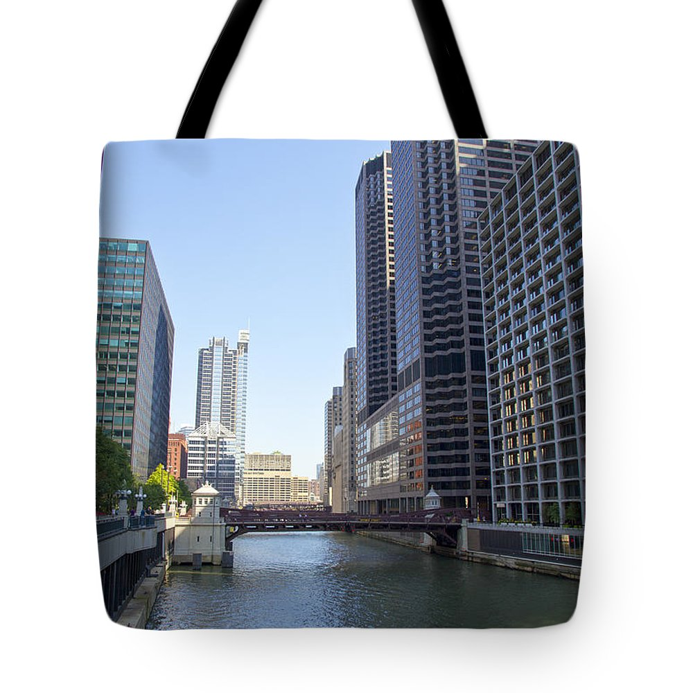 Downtown Tote Bag featuring the photograph The Chicago River by Ohad Shahar