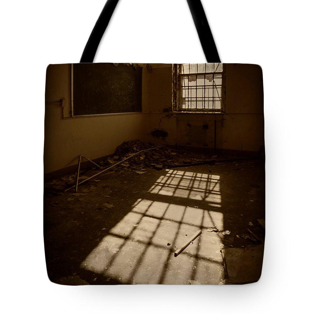 Urbex Tote Bags