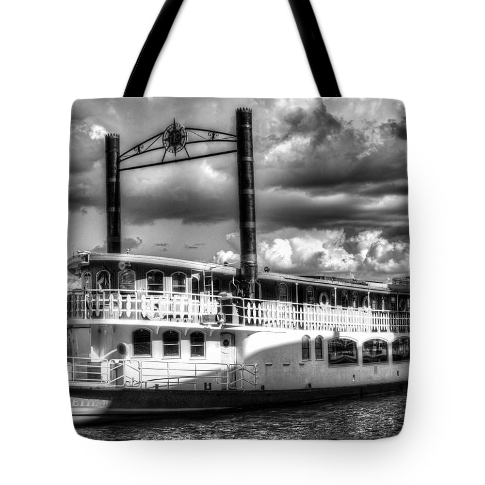 Paddle Steamer Tote Bag featuring the photograph The Elizabethan Paddle Steamer by David Pyatt