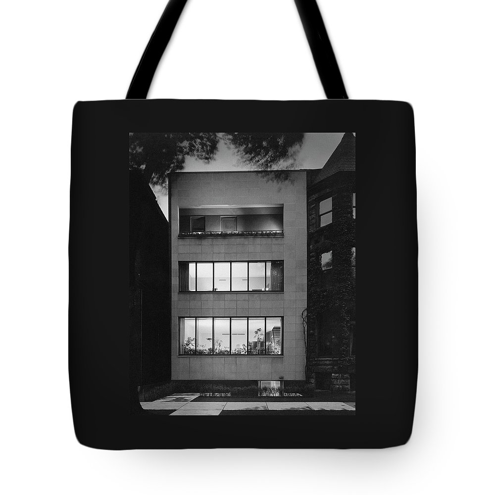 Architecture Tote Bag featuring the photograph The Exterior Of A Modern Townhouse by Hedrich-Blessing