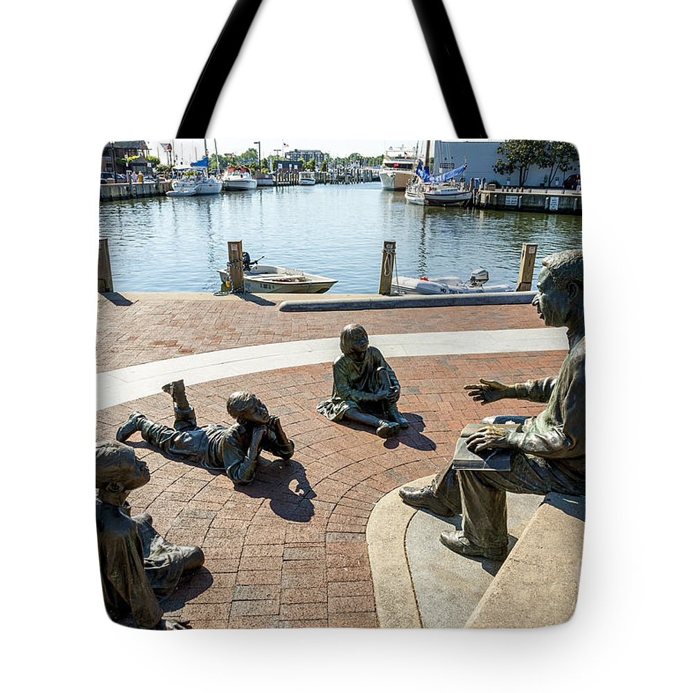 Alex Haley Tote Bag featuring the photograph The Kunta Kinte-alex Haley Memorial In Annapolis by William Kuta