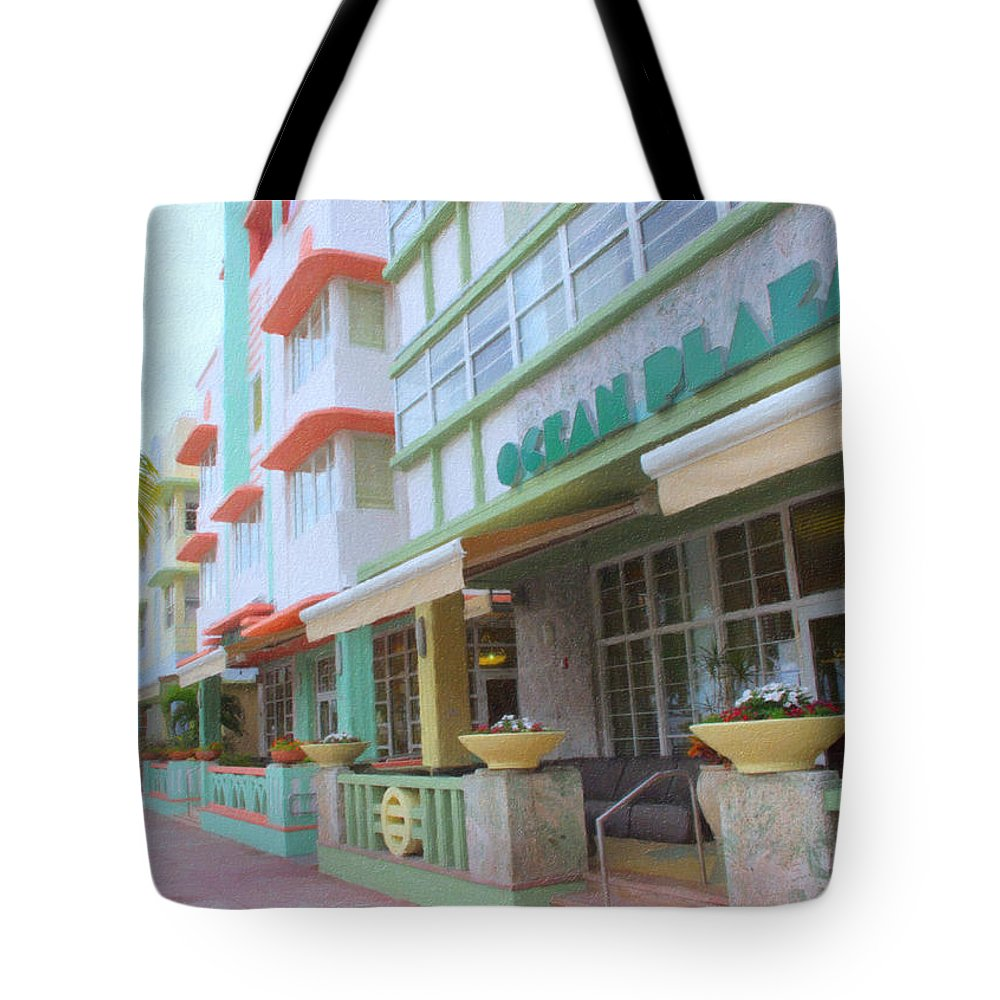Art Deco Tote Bag featuring the photograph The Ocean Plaza Hotel by Tom Reynen