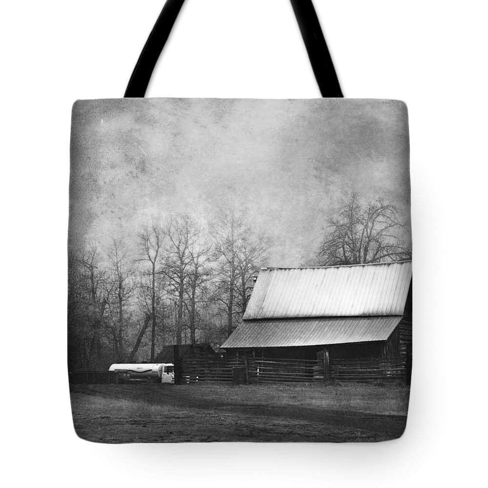 Vintage Tote Bag featuring the photograph The Old Barn by Theresa Tahara