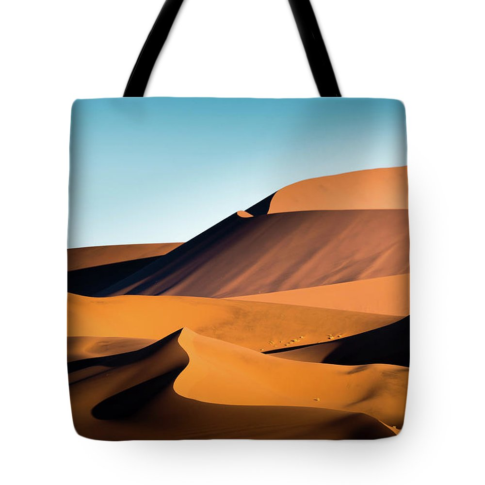 Sand Dune Tote Bag featuring the photograph The Red Sand Dunes In Namibia by José Gieskes Fotografie