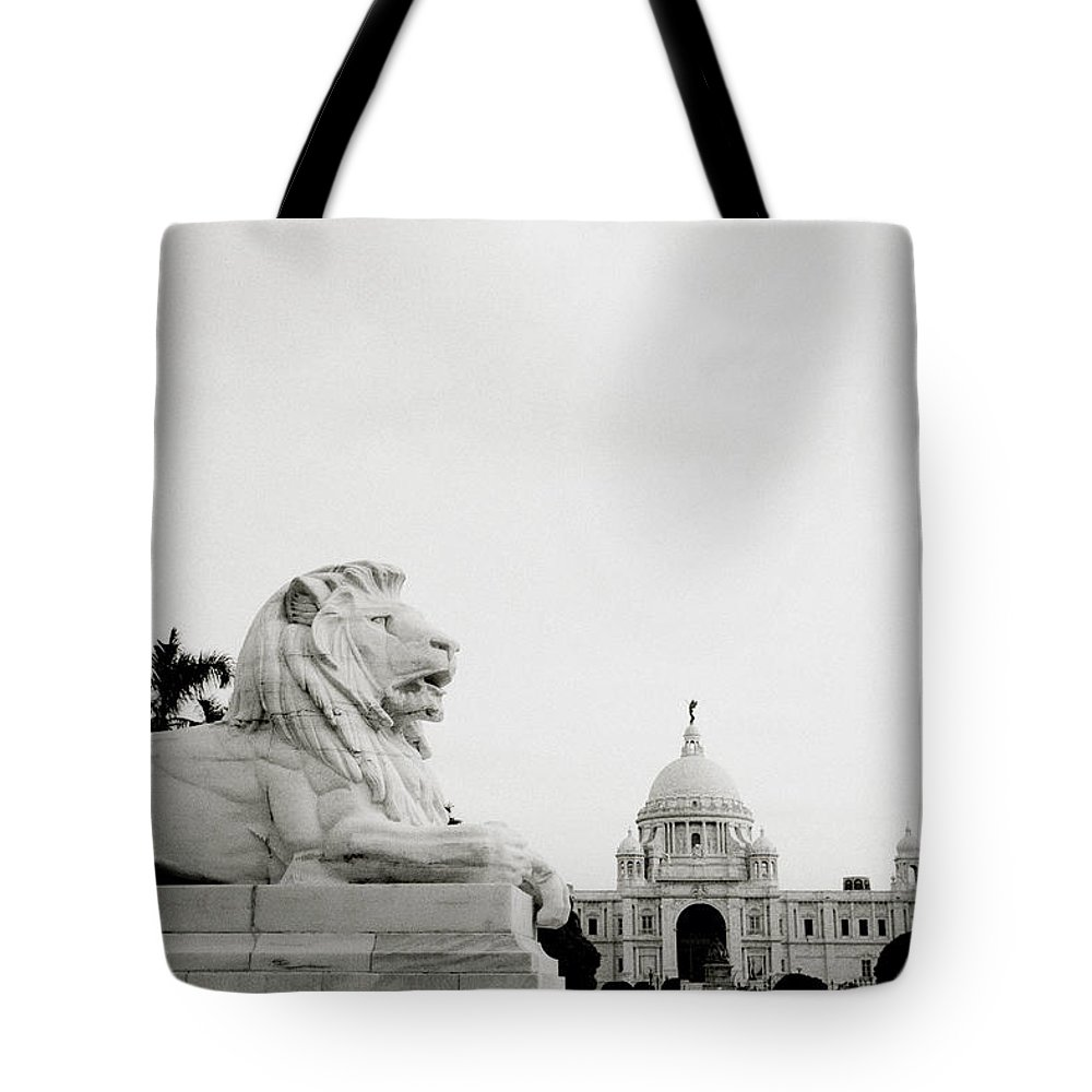 Lion Tote Bag featuring the photograph The Victoria Memorial In Calcutta by Shaun Higson
