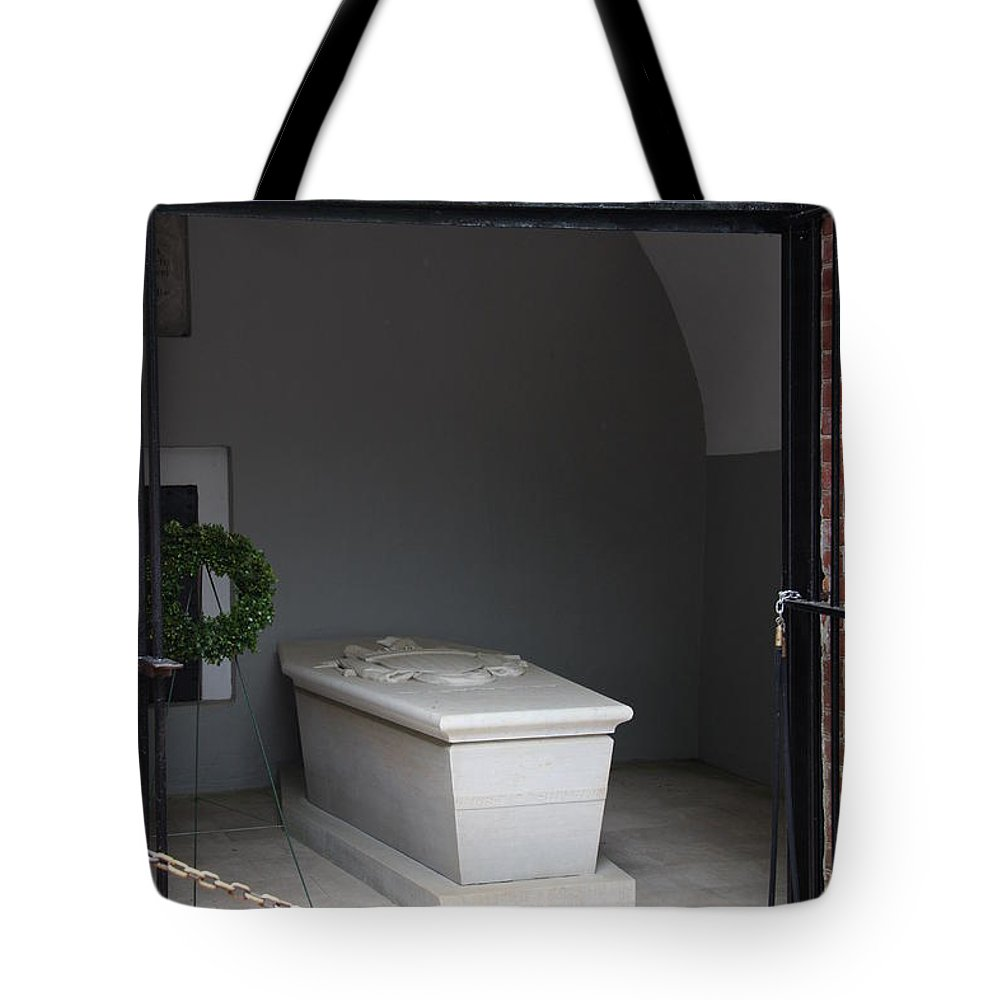 Tomb Tote Bag featuring the photograph Tomb Georg Washington by Christiane Schulze Art And Photography