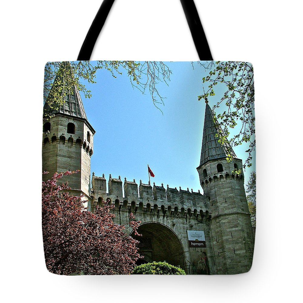 Topkapi Palace Wall And Gate In Istanbul Tote Bag featuring the photograph Topkapi Palace Wall And Gate In Istanbul-turkey by Ruth Hager
