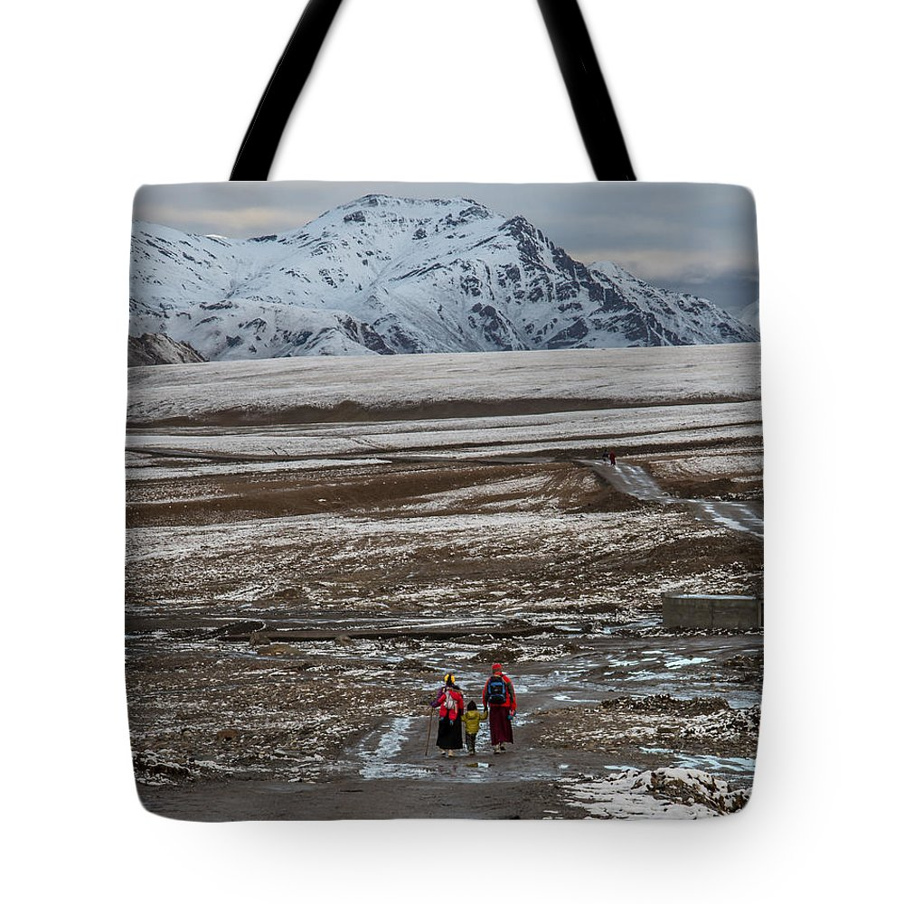 Amazing Tote Bag featuring the photograph Tough Family by James Wheeler