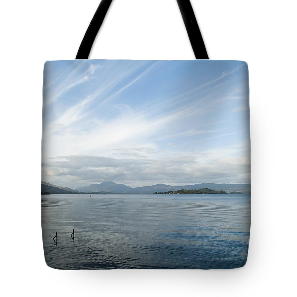 Anne Gilbert Tote Bag featuring the photograph Towards Ben Lomond by Anne Gilbert