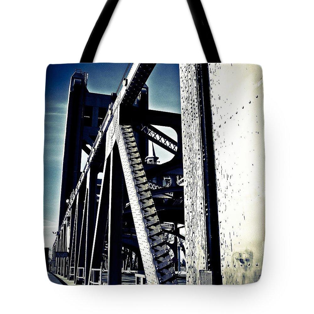 Vintage Bridges Tote Bag featuring the photograph Tower Bridge - Throwback by Digital Kulprits