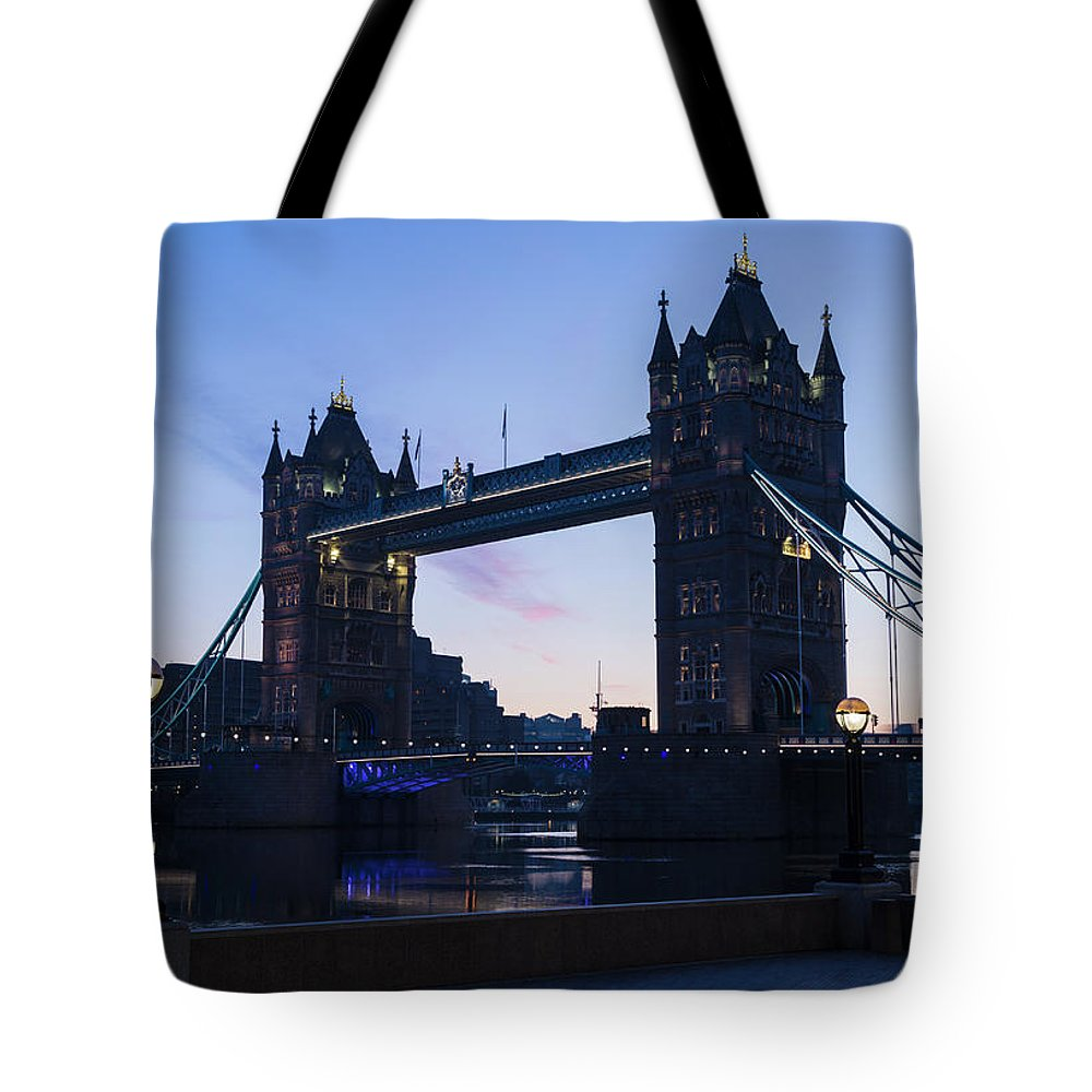 English Culture Tote Bag featuring the photograph Tower Of London At Dawn by P A Thompson