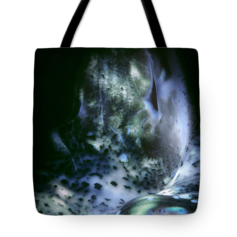 Micronesia Tote Bag featuring the photograph Tridacna Clams 3 by Dawn Eshelman