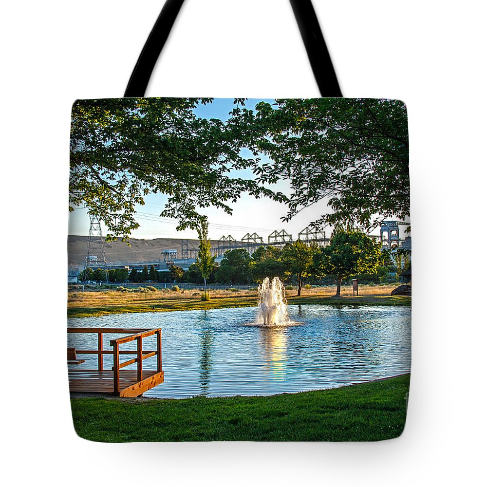 Pond Tote Bag featuring the photograph Umatilla Fountain Pond by Robert Bales