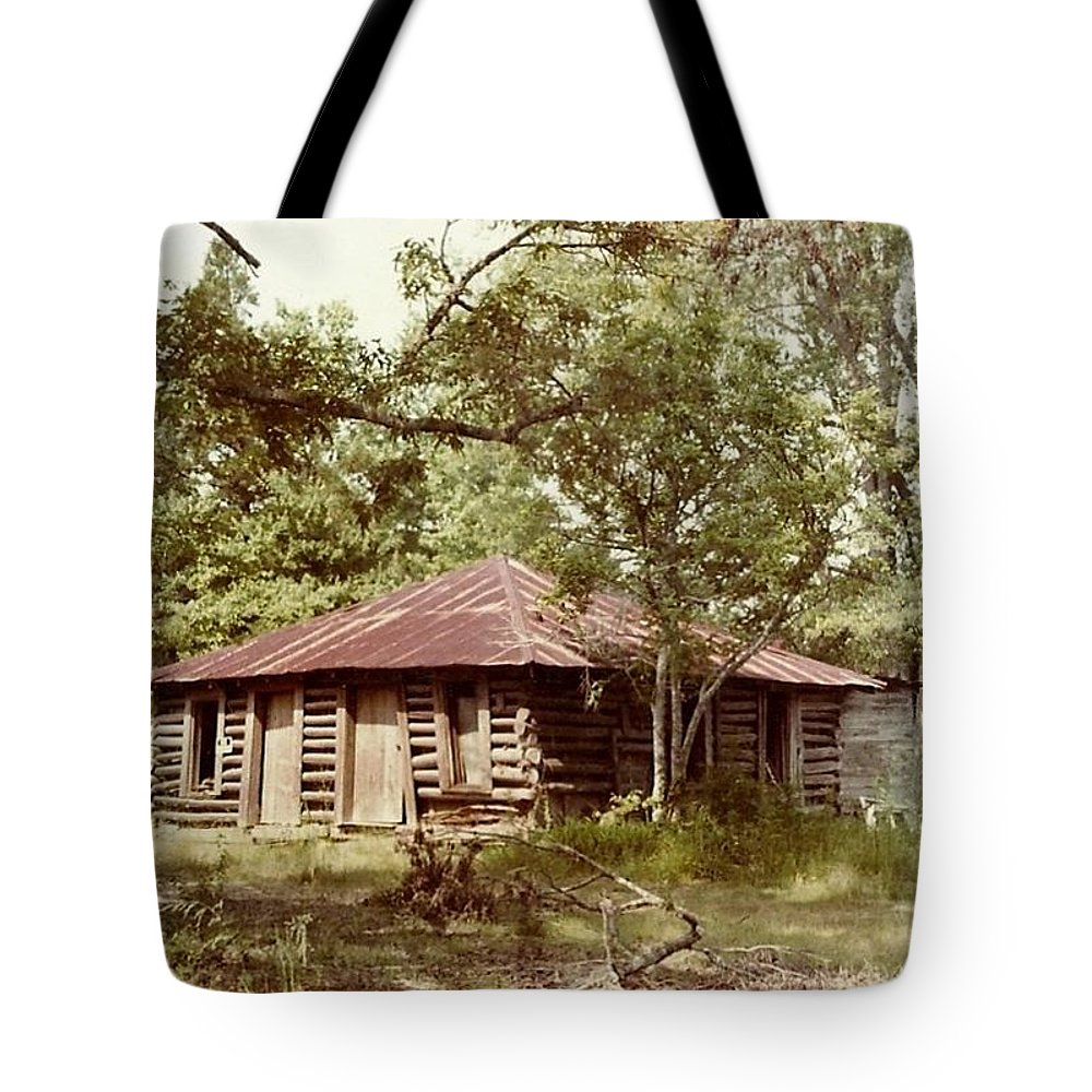 Mississippi Tote Bag featuring the photograph Uncle Toms Cabin Brookhaven Mississippi by Michael Hoard