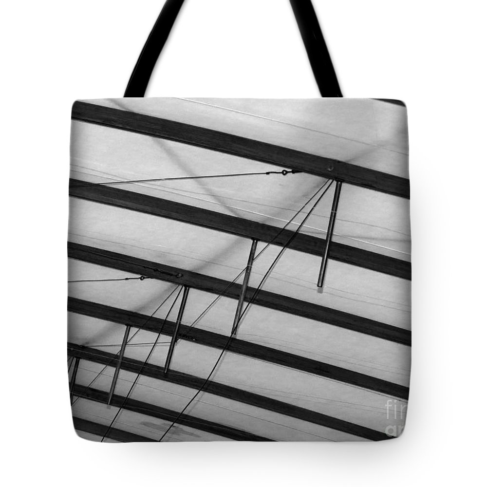 Udvar-hazy Tote Bag featuring the photograph Underwing by Jon Munson II
