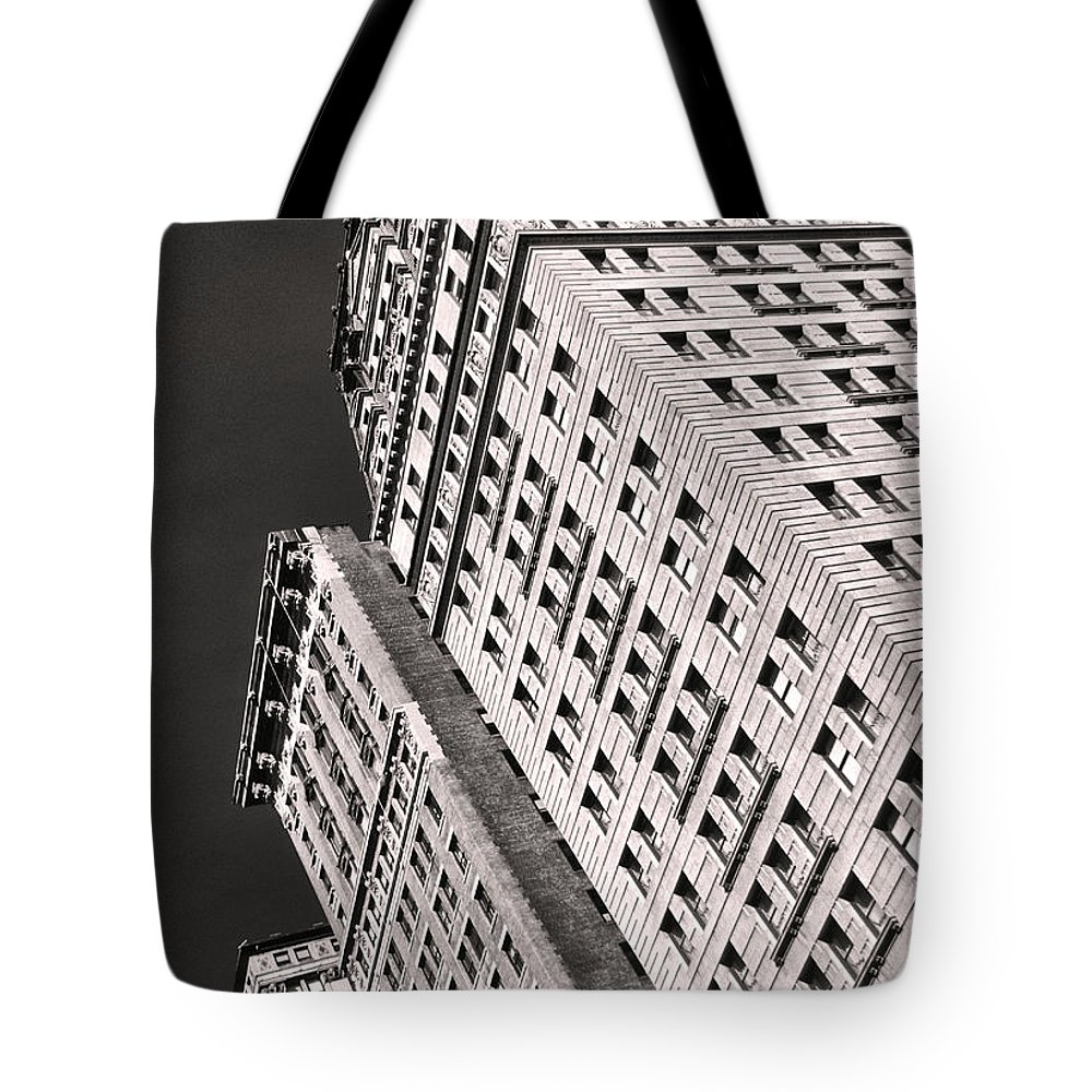 Building Tote Bag featuring the photograph Union Square by Bruce Bain