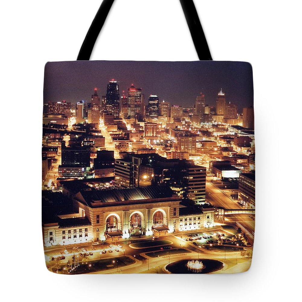Kansas City Tote Bag featuring the photograph Union Station Night by Crystal Nederman