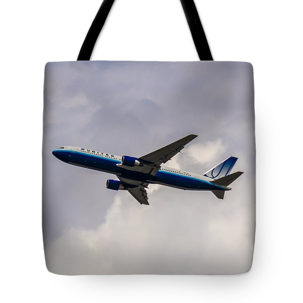 United Airlines Tote Bag featuring the photograph United Airlines Boeing 767 by Rene Triay Photography