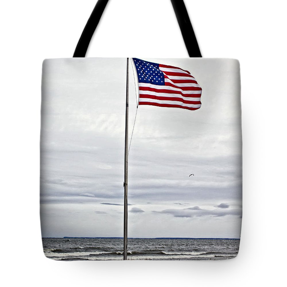 Hdr Tote Bag featuring the photograph United We Stand by Ms Judi