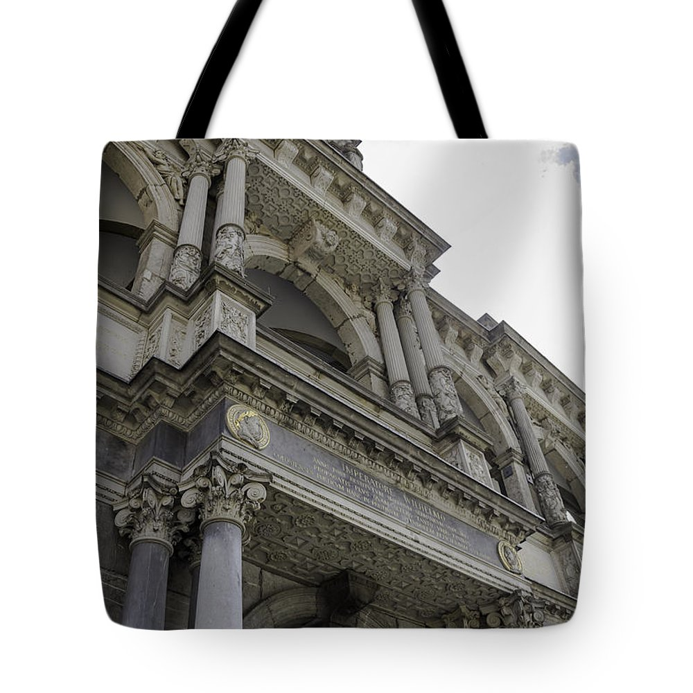 2014 Tote Bag featuring the photograph Up To The Right by Teresa Mucha