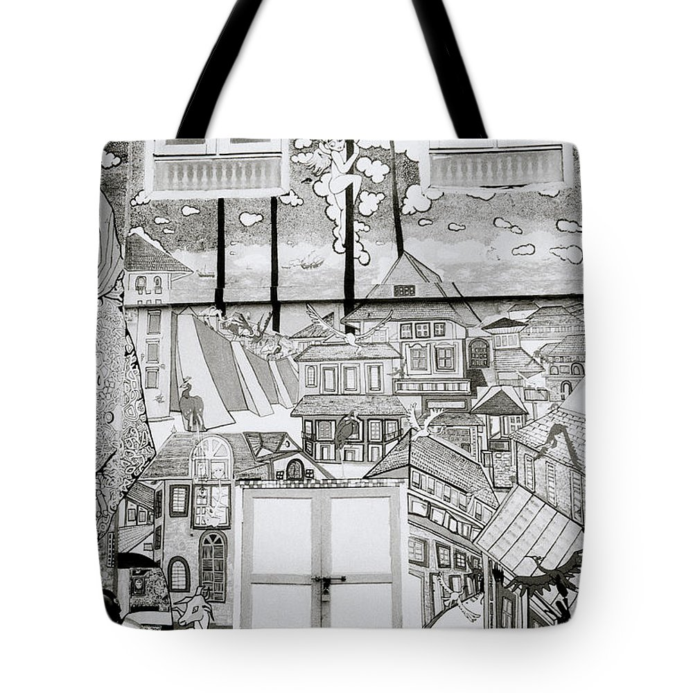 India Tote Bag featuring the photograph Urban Art In Fort Cochin by Shaun Higson