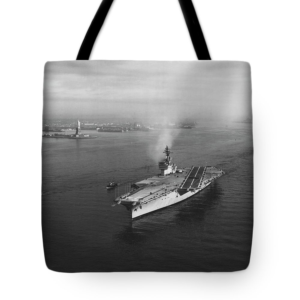 Horizontal Tote Bag featuring the photograph Uss Constellation Leaving New York by Stocktrek Images