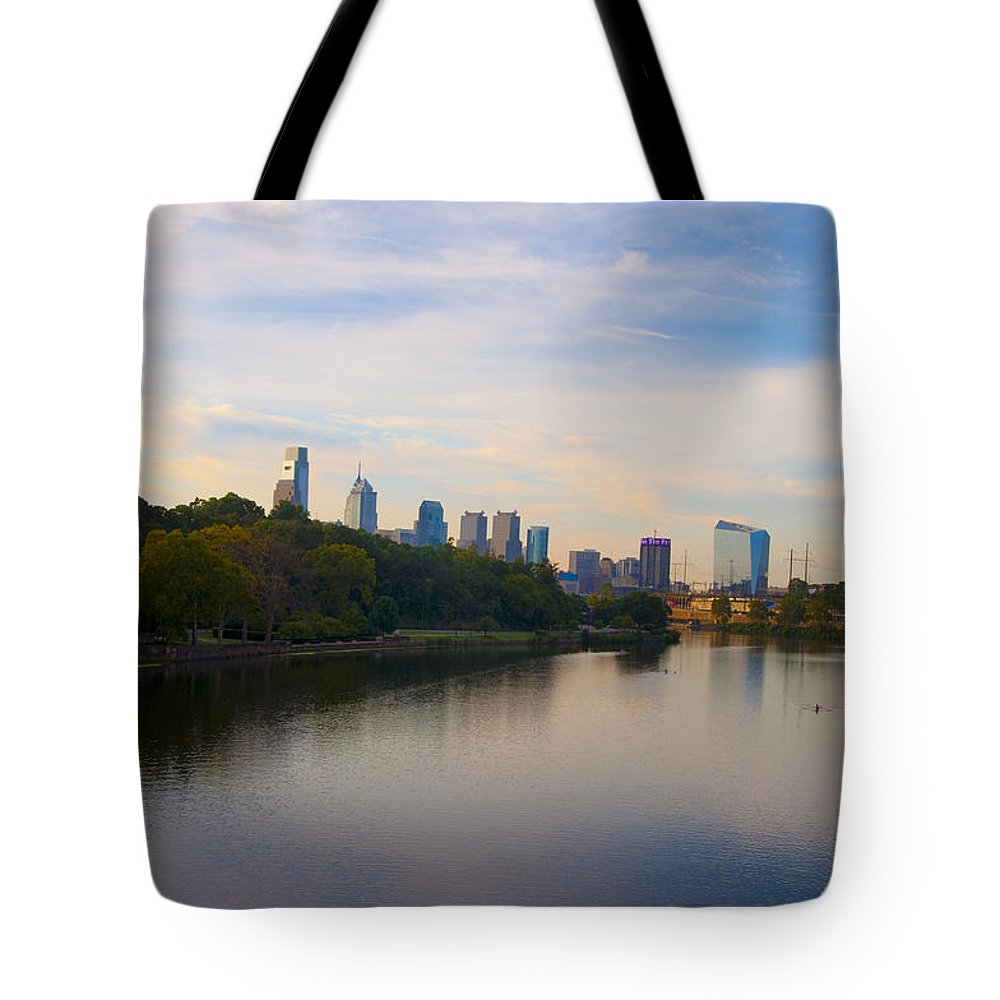 Philadelphia Tote Bag featuring the photograph View Of Philadelphia From The Girard Avenue Bridge by Bill Cannon
