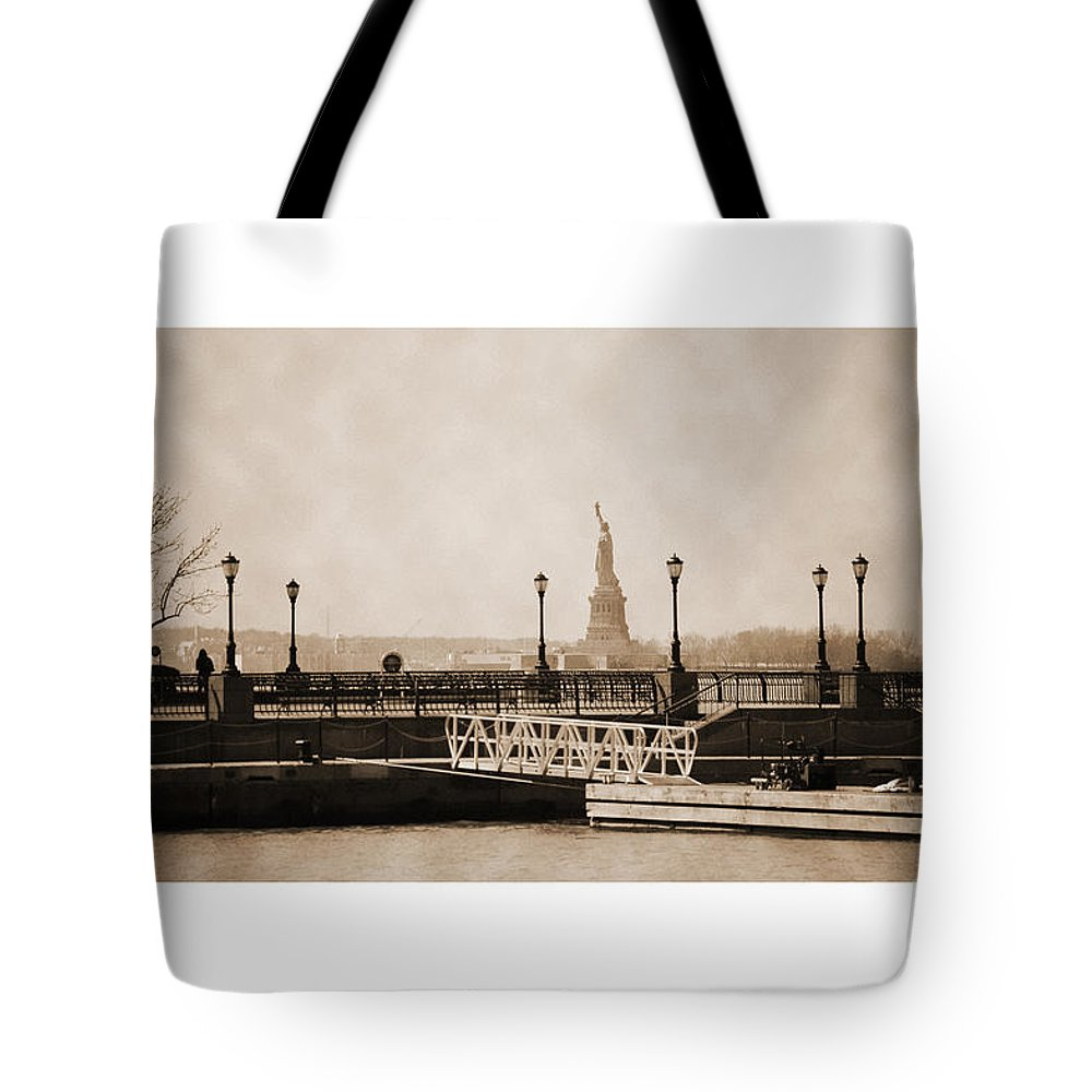 Bw Tote Bag featuring the photograph Vintage Statue Of Liberty View by RicardMN Photography