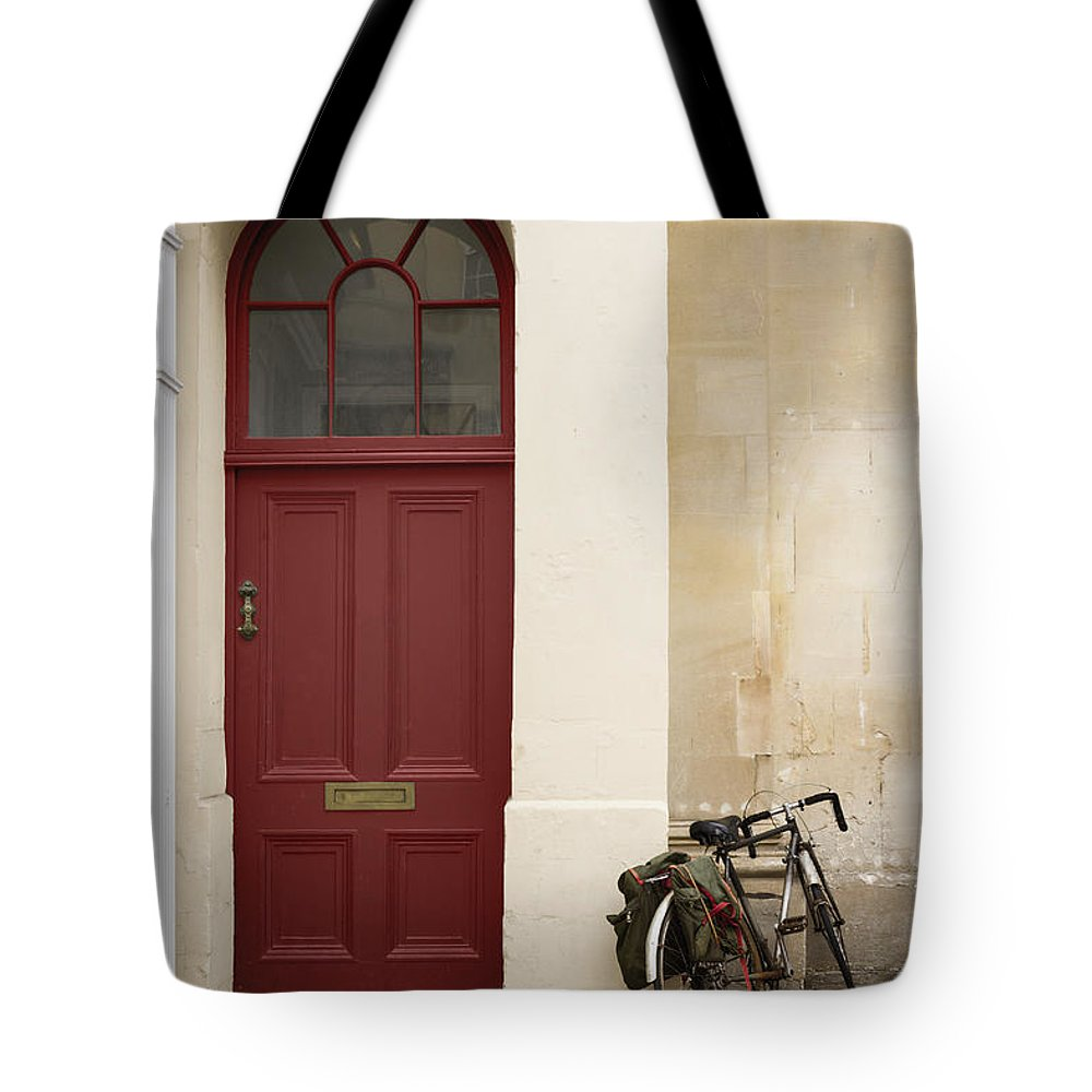 House Tote Bag featuring the photograph Visitor by Margie Hurwich