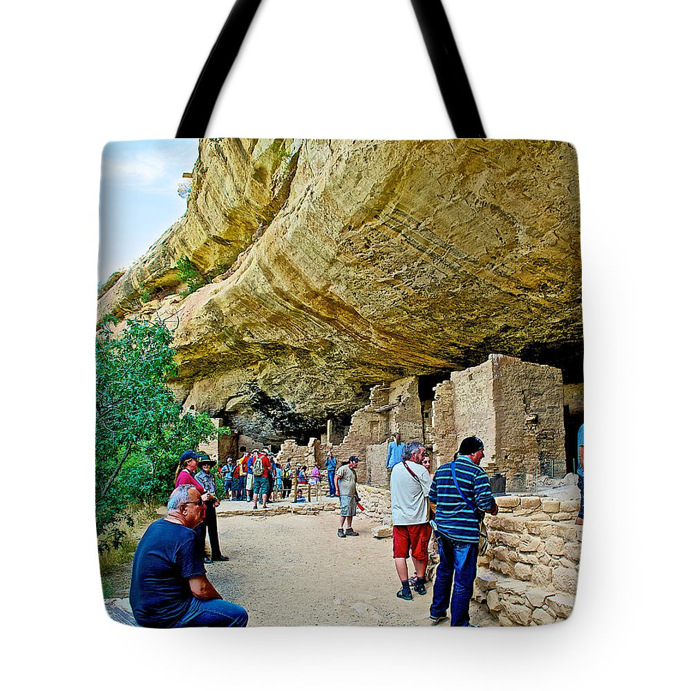 Visitors To Spruce Tree House On Chapin Mesa In Mesa Verde National Park Tote Bag featuring the photograph Visitors To Spruce Tree House On Chapin Mesa In Mesa Verde National Park-colorado by Ruth Hager