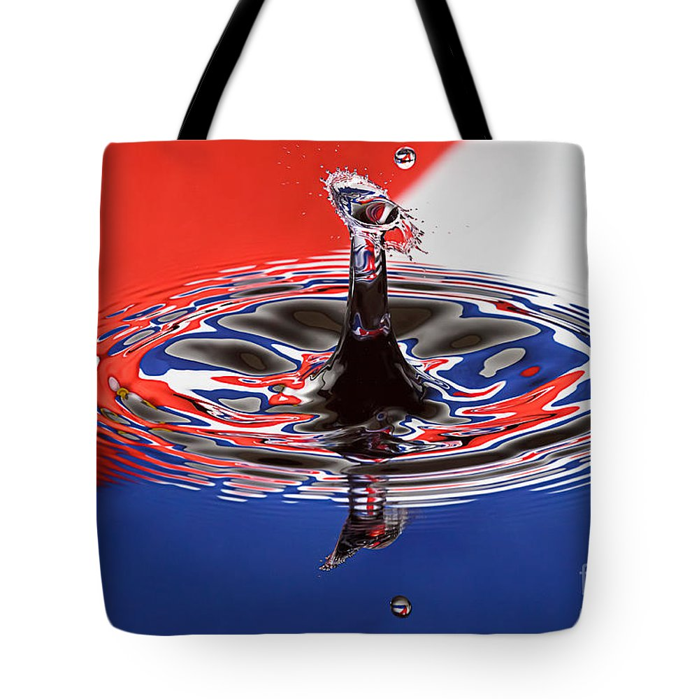 Water Tote Bag featuring the photograph Viva Cuba Libre by Susan Candelario