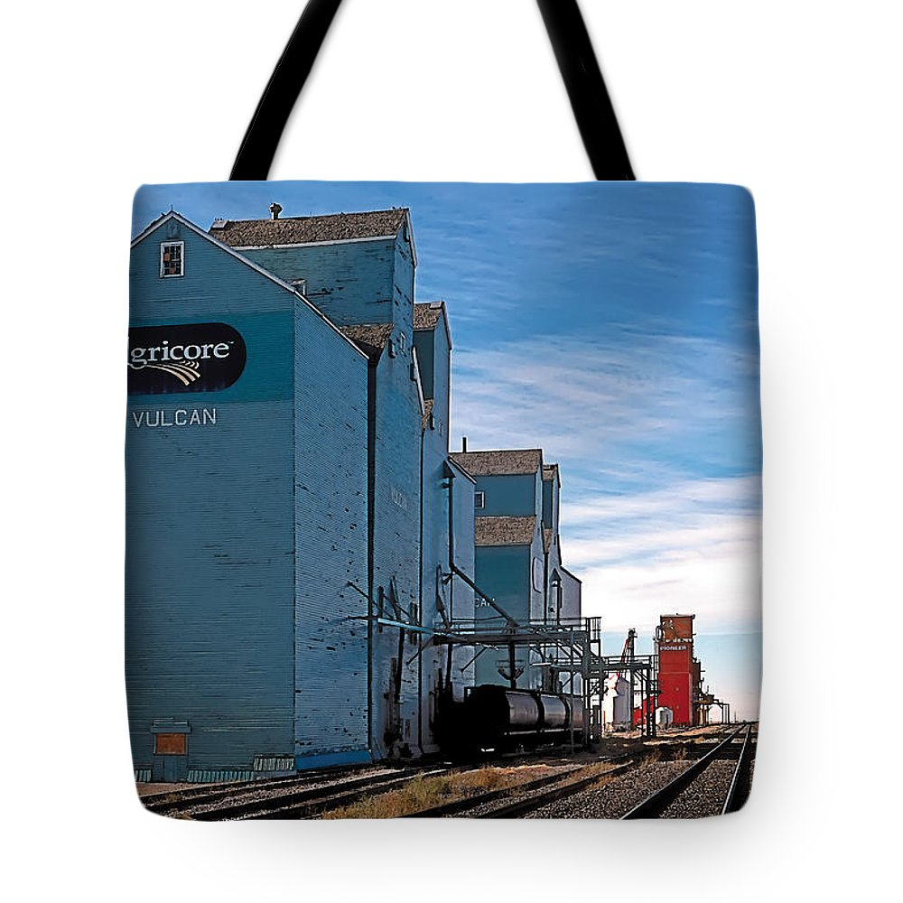 Scenic Tote Bag featuring the painting Vulcan by Terry Reynoldson
