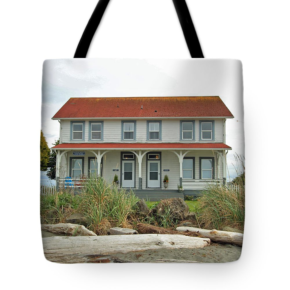 Point No Point Lighthouse Tote Bag featuring the photograph Waiting For Guests by E Faithe Lester