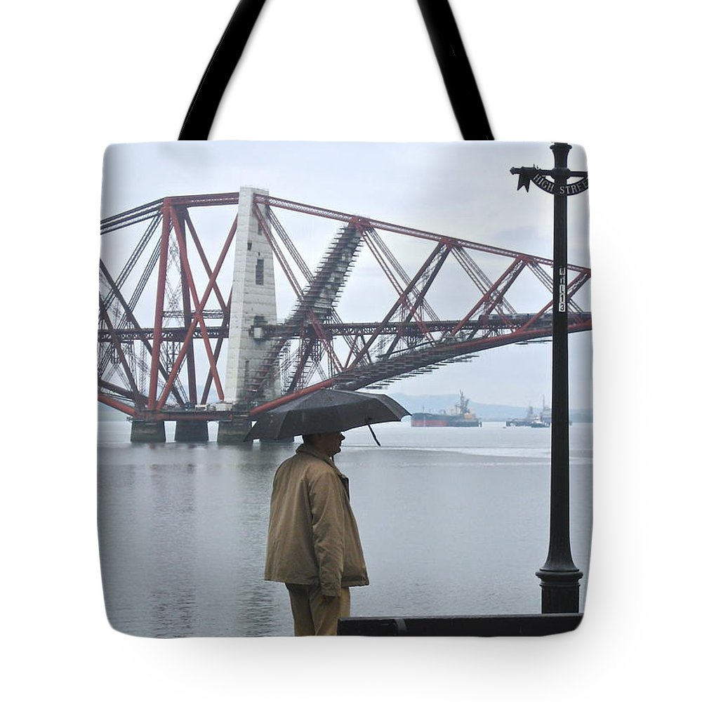 Scotland Rain Tote Bag featuring the photograph Waiting On High Street by Suzanne Oesterling
