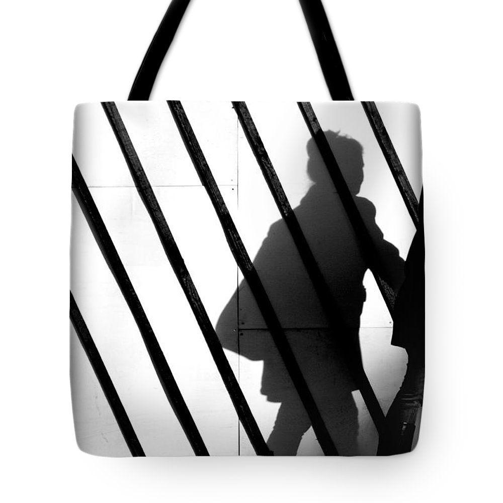 London Tote Bag featuring the photograph Walk The Line by A Rey