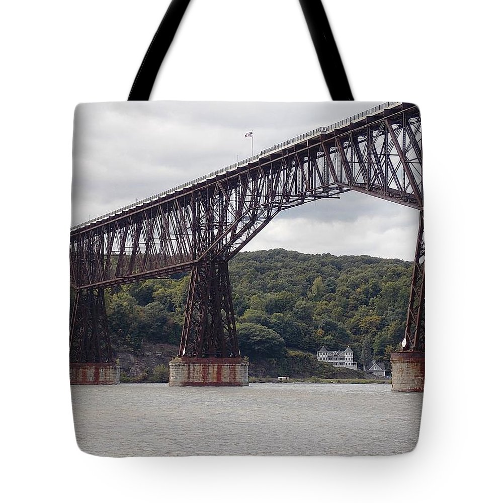 Walkway Tote Bag featuring the photograph Walkway Over The Hudson by Nina Kindred