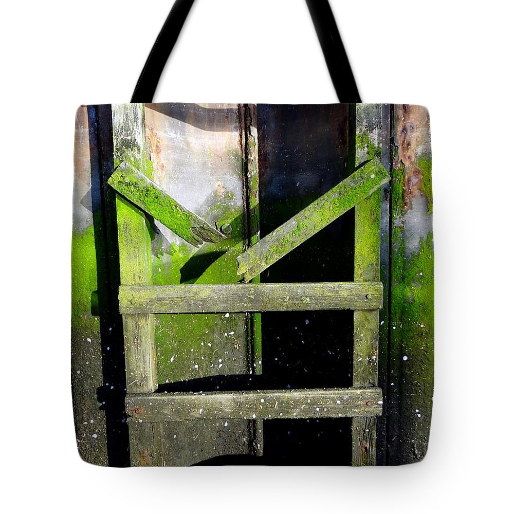 Nature Tote Bag featuring the photograph Watch Your Step by Ed Weidman