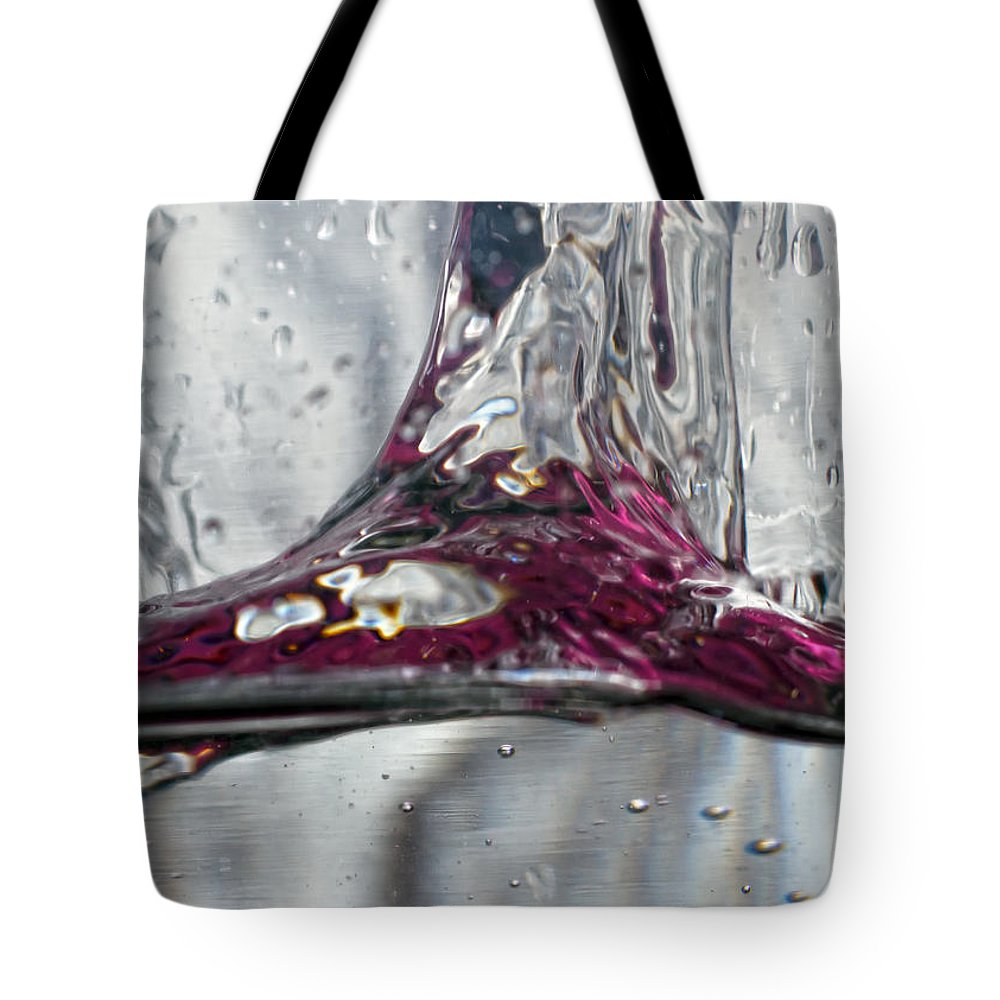 Abstract Tote Bag featuring the photograph Water Drops Abstract3 by Stelios Kleanthous